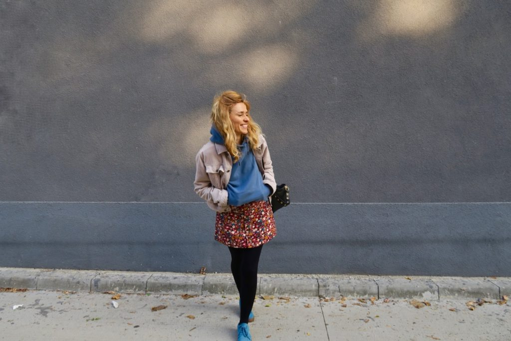 how to style a skirt in fall
